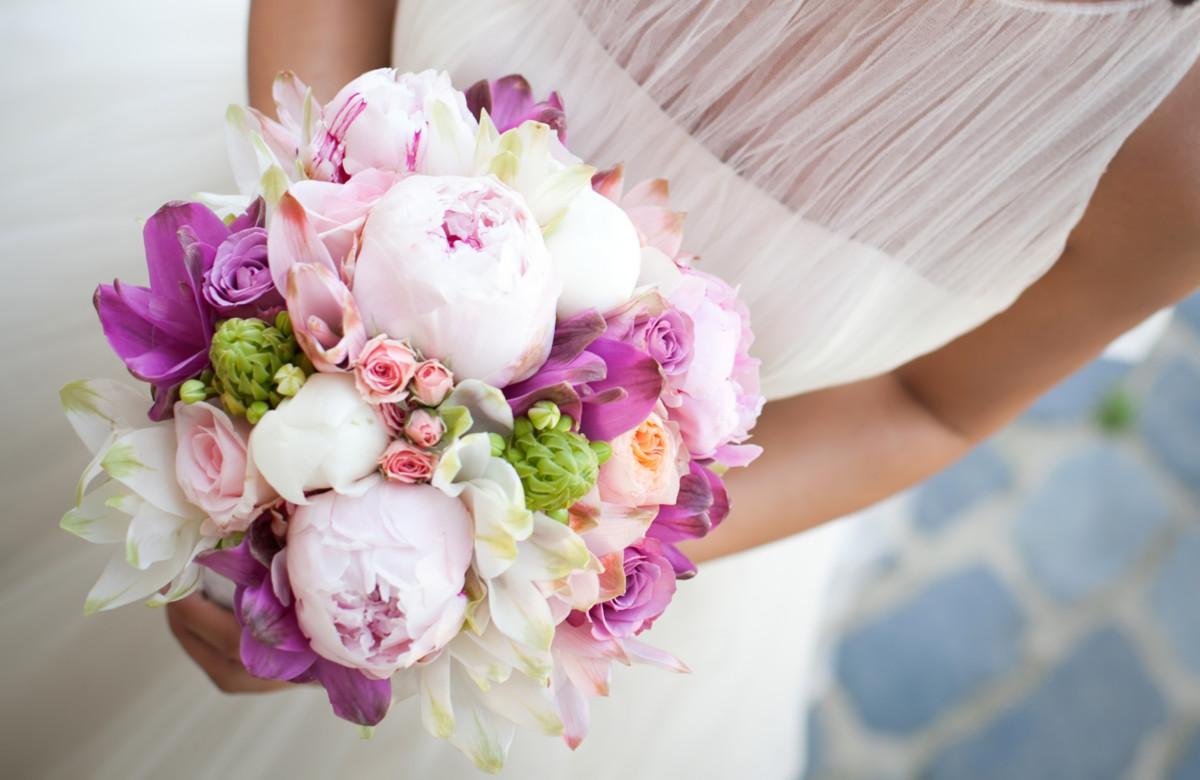 ウェディングブーケを手作りしよう!キットや100均造花を使って結婚式を盛り上げる! [ママリ]