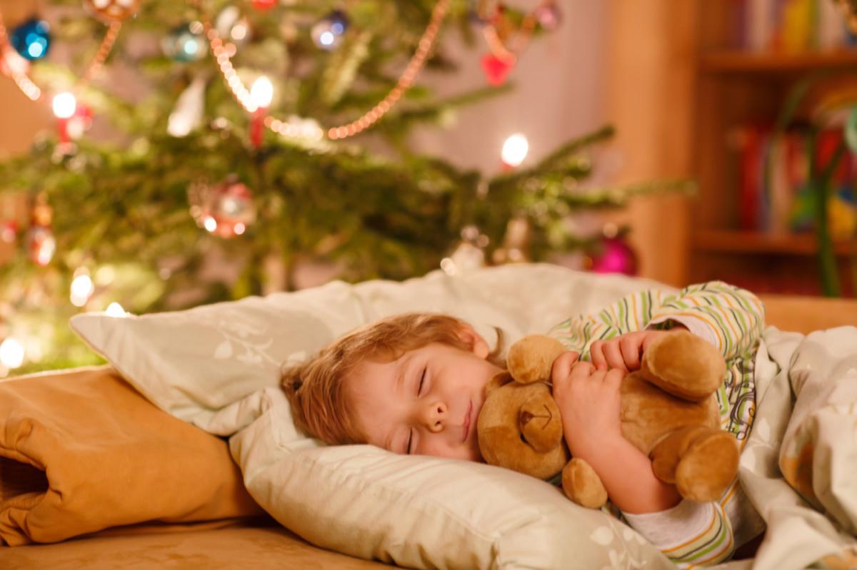 「サンタ さん 子供 寝る」の画像検索結果
