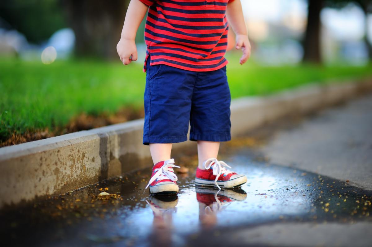 子供の靴の洗い方を紹介!私が実践している頑固な泥汚れを落とす方法 [ママリ]