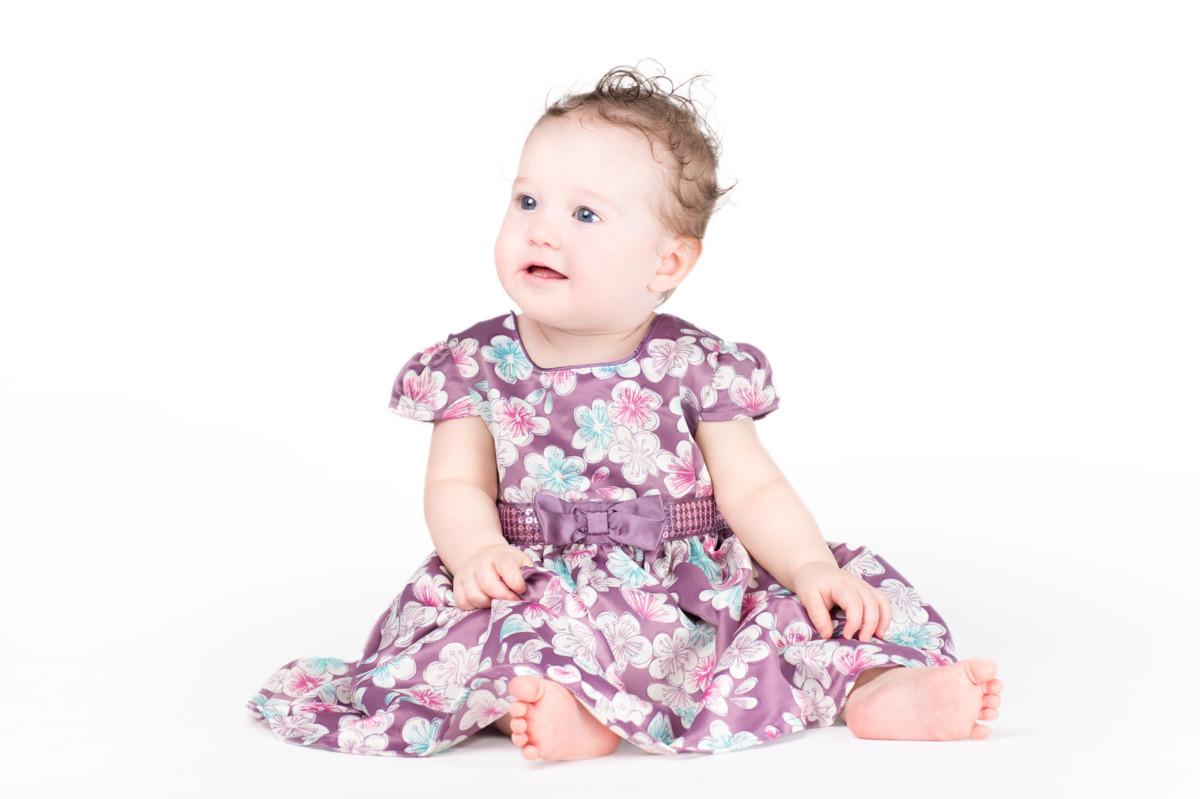 結婚式の時は0歳~1歳の女の子にかわいいベビードレスを着せよう!おすすめ商品5選 [ママリ]