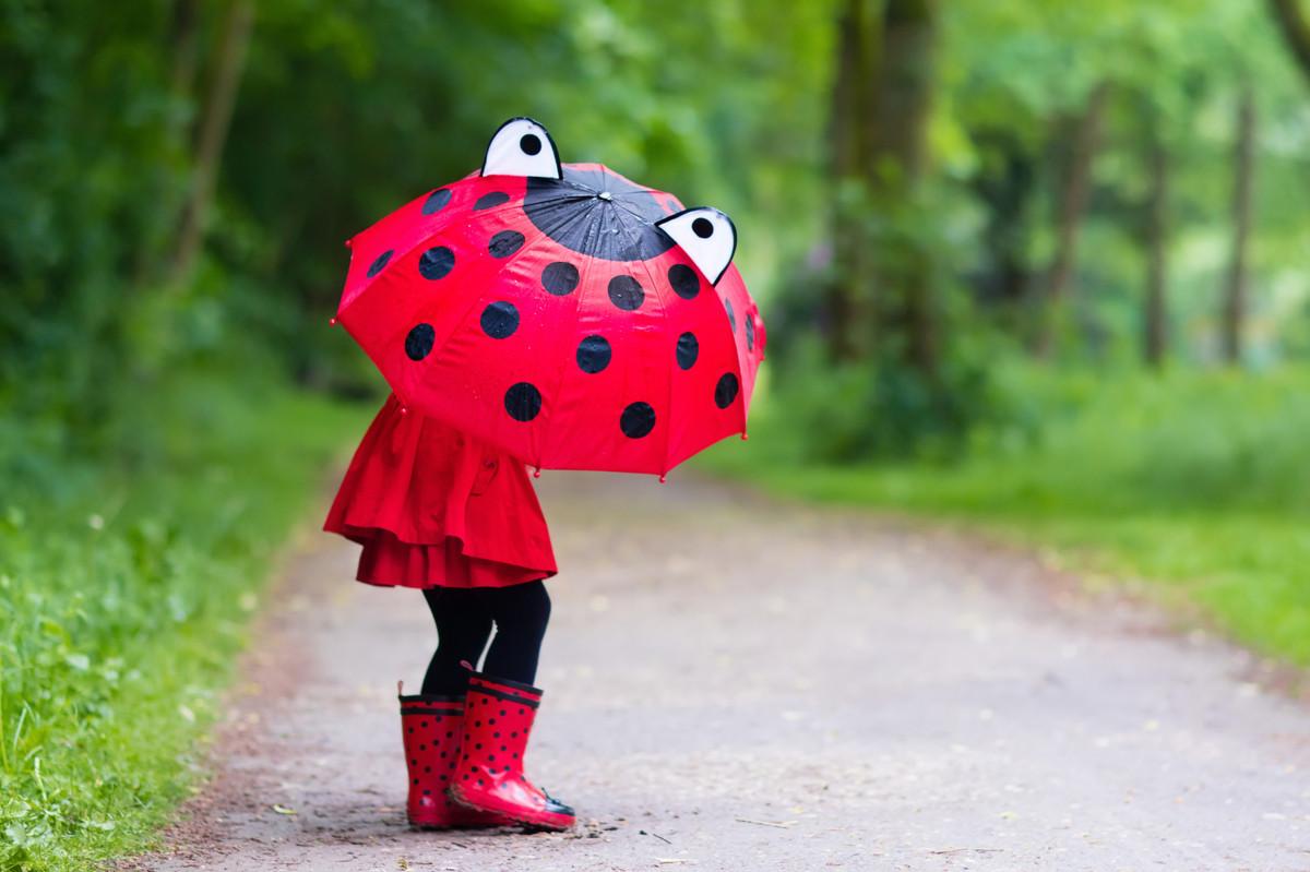 梅雨をかわいいレインブーツで乗り切ろう!子供におすすめの長靴5選