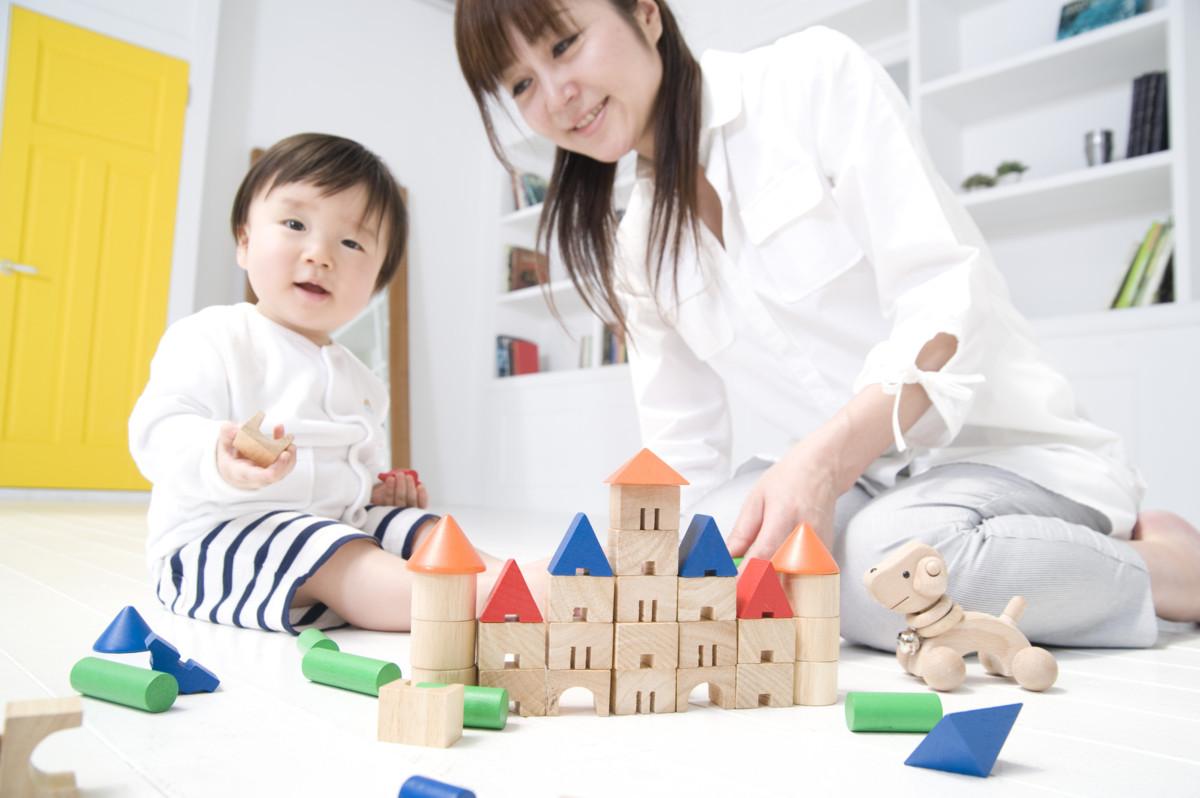 子供とどう遊べばいいの?親子で一緒に楽しめる簡単お家遊びをご紹介