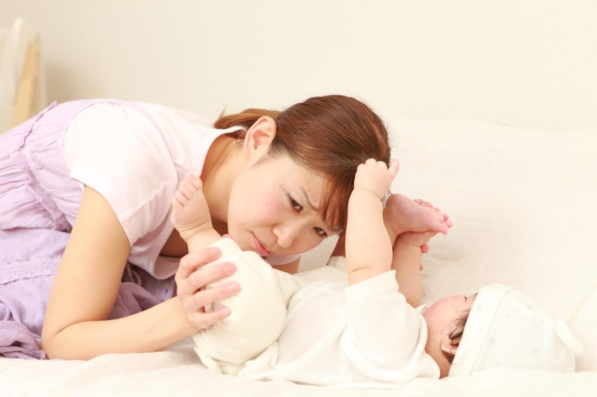 【医療監修】新生児が熱を出した!医療機関への受診目安と発熱を起こす疾患 [ママリ]