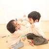 物を投げる、友達を叩くなどやんちゃすぎる2歳児、3歳児のしつけはどうすればいいの?体験談まとめ