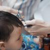 赤ちゃんのヘアカットはどうする? 必要なアイテムと手順・注意点