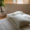 梅雨になると布団に急増するダニ対策に!正しい布団の干し方とおすすめグッズ5選