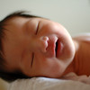 新生児の笑う意味とは?笑顔と笑わない新生児について