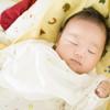 生後1、2、3ヶ月の赤ちゃんの睡眠時間はどのくらい?昼と夜のどちらが長い?