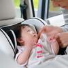 嫌がる赤ちゃんをチャイルドシートに乗せるにはどうする?体験談や原因・対処法とおすすめの便利グッズ4選