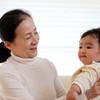 子育て、実母にはどのくらい頼ってよい?先輩ママたちの感謝の伝え方