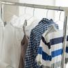 洗濯しても臭う…部屋干し衣類の雑菌臭を防ぐには?