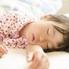 昼夜のメリハリが大切、子供の生活リズムを整えて心地よい眠りを