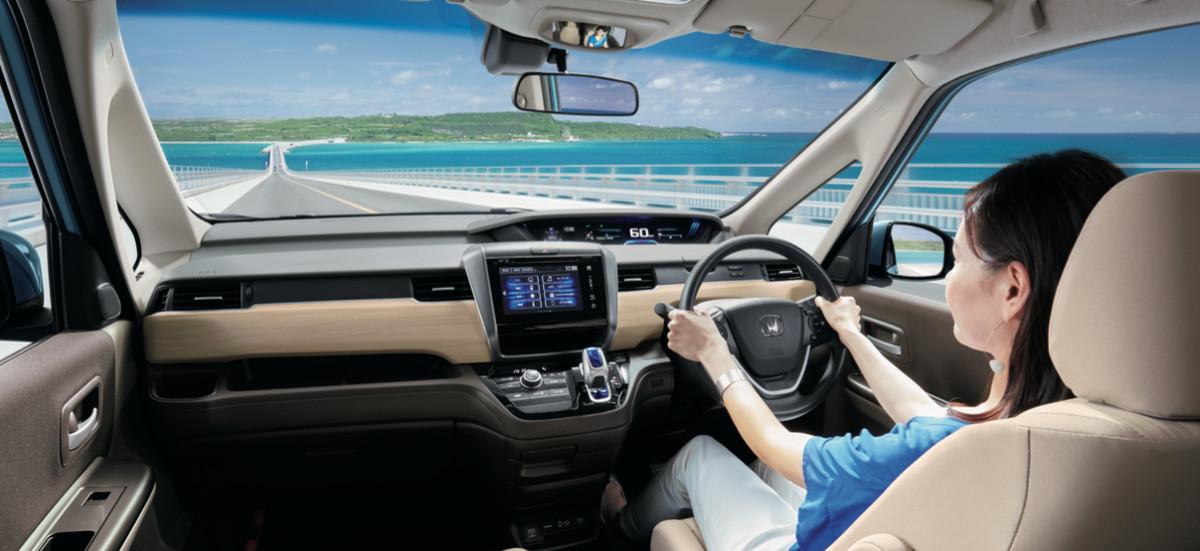 フリード NEW FREED 車 窓 ミニバン