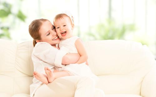 赤ちゃんとママの笑顔
