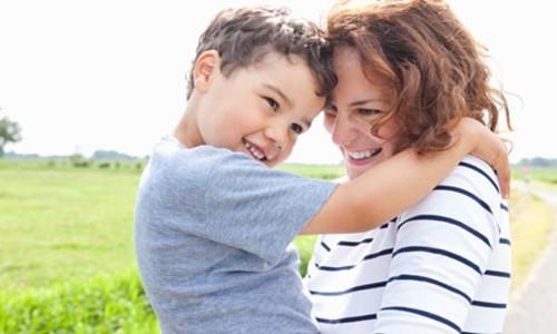 蓄膿症が治り笑顔の男の子とママ