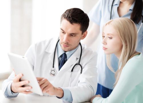 病院 医者 女性患者
