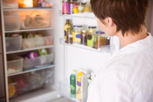女性 冷蔵庫
