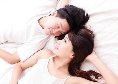 夫婦 寝る 日本人