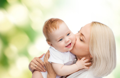赤ちゃん 母 キス