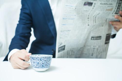 スーツ 朝 新聞