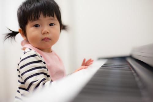 ピアノのおもちゃは音が出るから楽しく遊べる♪