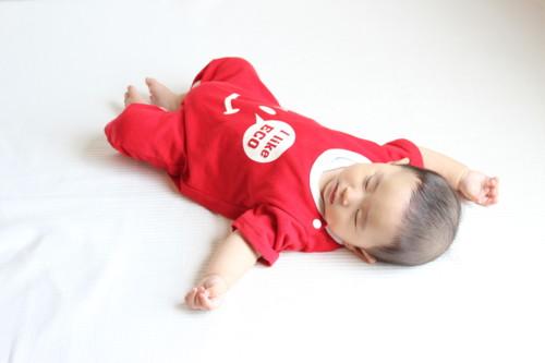 赤ちゃんのパジャマは肌着と組み合わせて着せる!