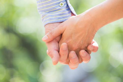 「夫婦 手をつなぐ」の画像検索結果