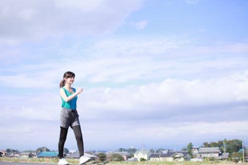 運動 女性 歩く