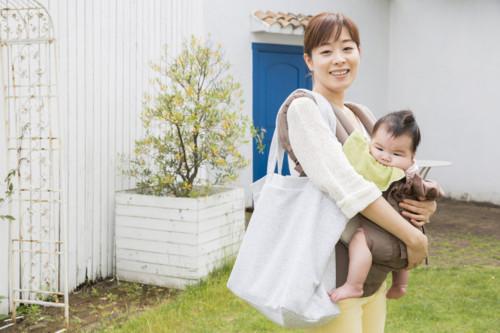 赤ちゃん 抱っこ 散歩