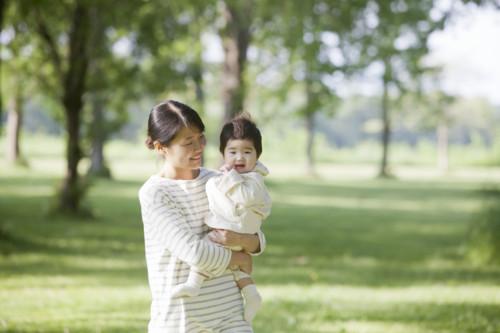 赤ちゃん 抱っこ 母親
