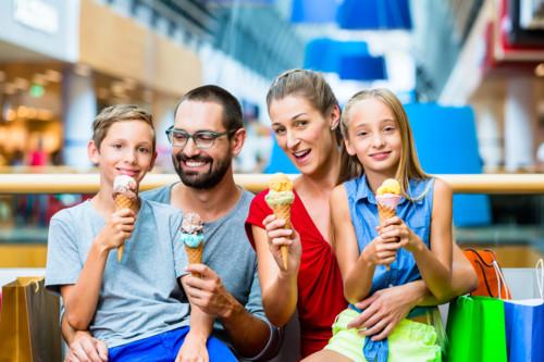 家族 子供 買い物 外国人