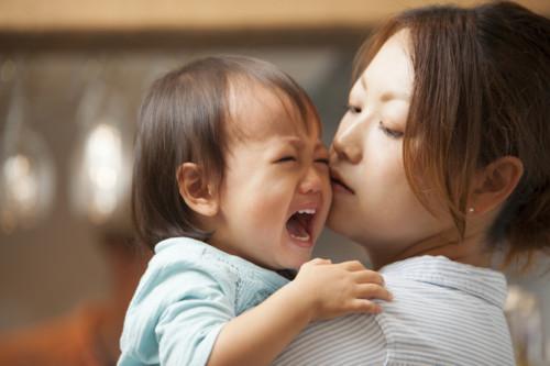 赤ちゃん 母親 泣く
