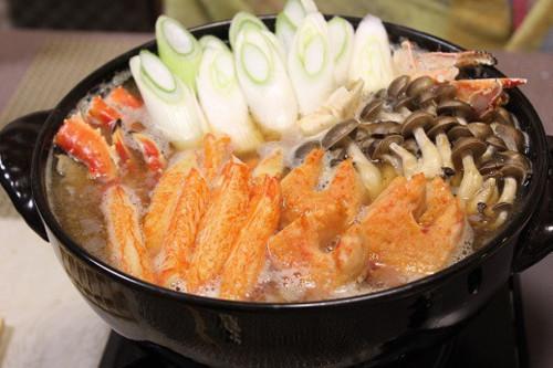 甘エビの頭と殻のお出汁で作るカニ鍋
