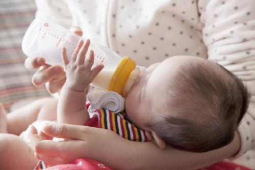 哺乳瓶 新生児