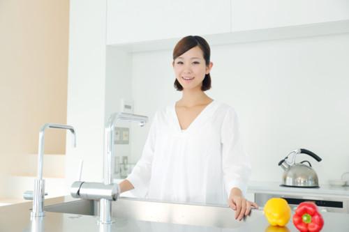 キッチン 女性