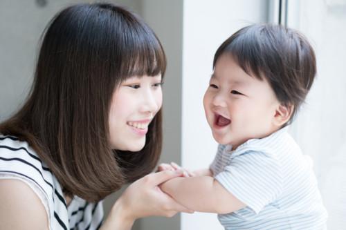 ママ 笑う