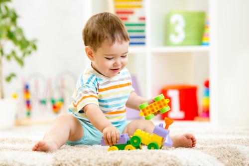 子供 遊ぶ ブロック