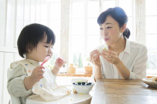 ママ 食べる