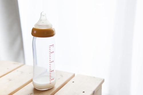 ガラス 哺乳瓶