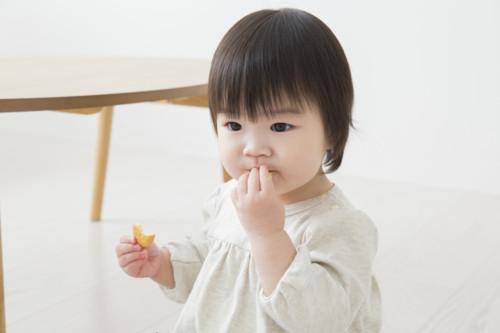 立 食 子供