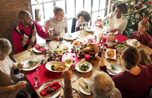 クリスマス 食卓 家族