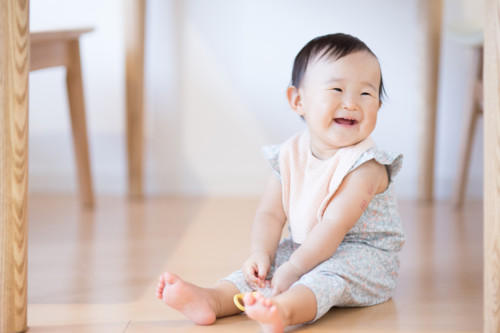 赤ちゃん 笑顔 日本人