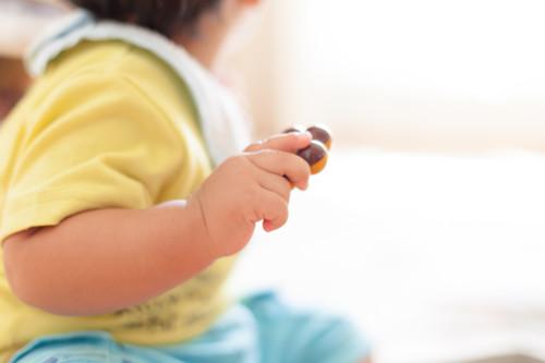 赤ちゃん おもちゃ 手