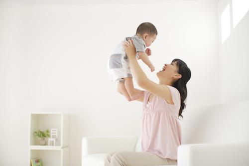 赤ちゃん 抱っこ ママ キレイ